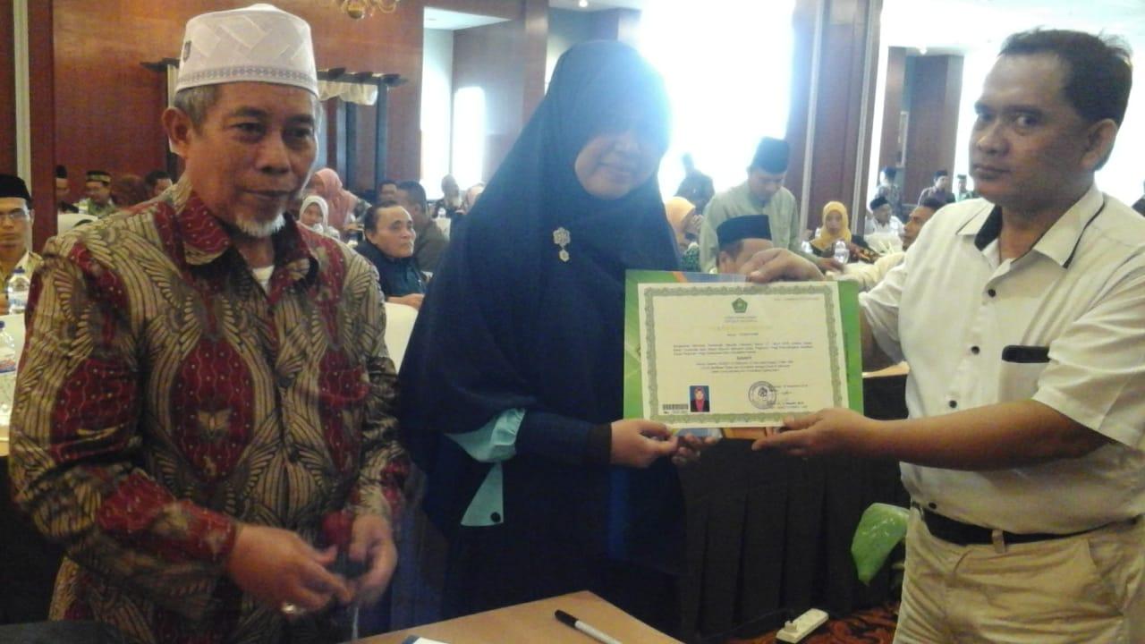 Dosen Sekolah Tinggi Agama Islam Nahdlatul Wathan Samawa Tandatangani Pakta Integritas dan Terima Sertifikat Pendidik Profesional